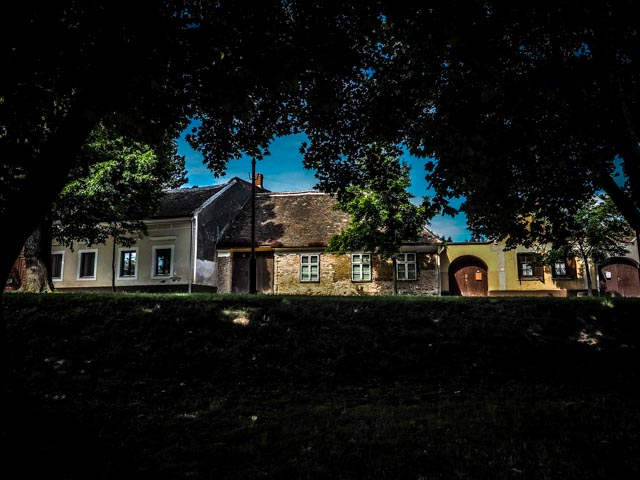 hus...foto: AntonaB © 2015